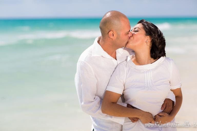 Engagementshooting: Paarfotos am Strand Playa del Carmen