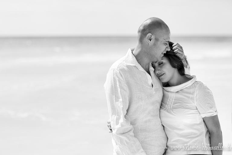 Engagementshooting und Paarfotos am Strand.