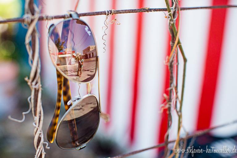 Hochzeitsfotos bei einem After Wedding Shooting in der Karibik – kreative Spiegelung-