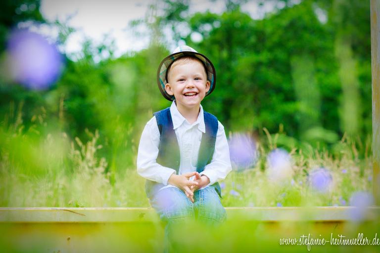 Familienfotos im Grünen Braunschweig – Kinderfoto auf der Wiese im Park