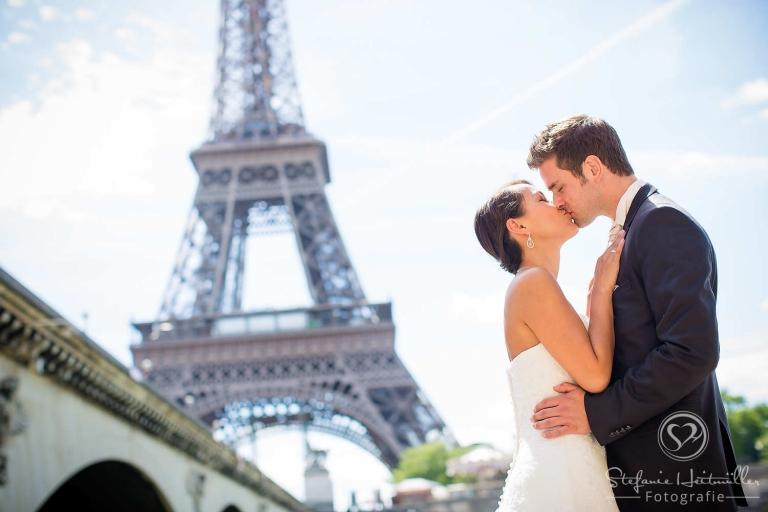 Hochzeitsfotos vor dem Eiffelturm in Paris mit einer Hochzeitsfotografin