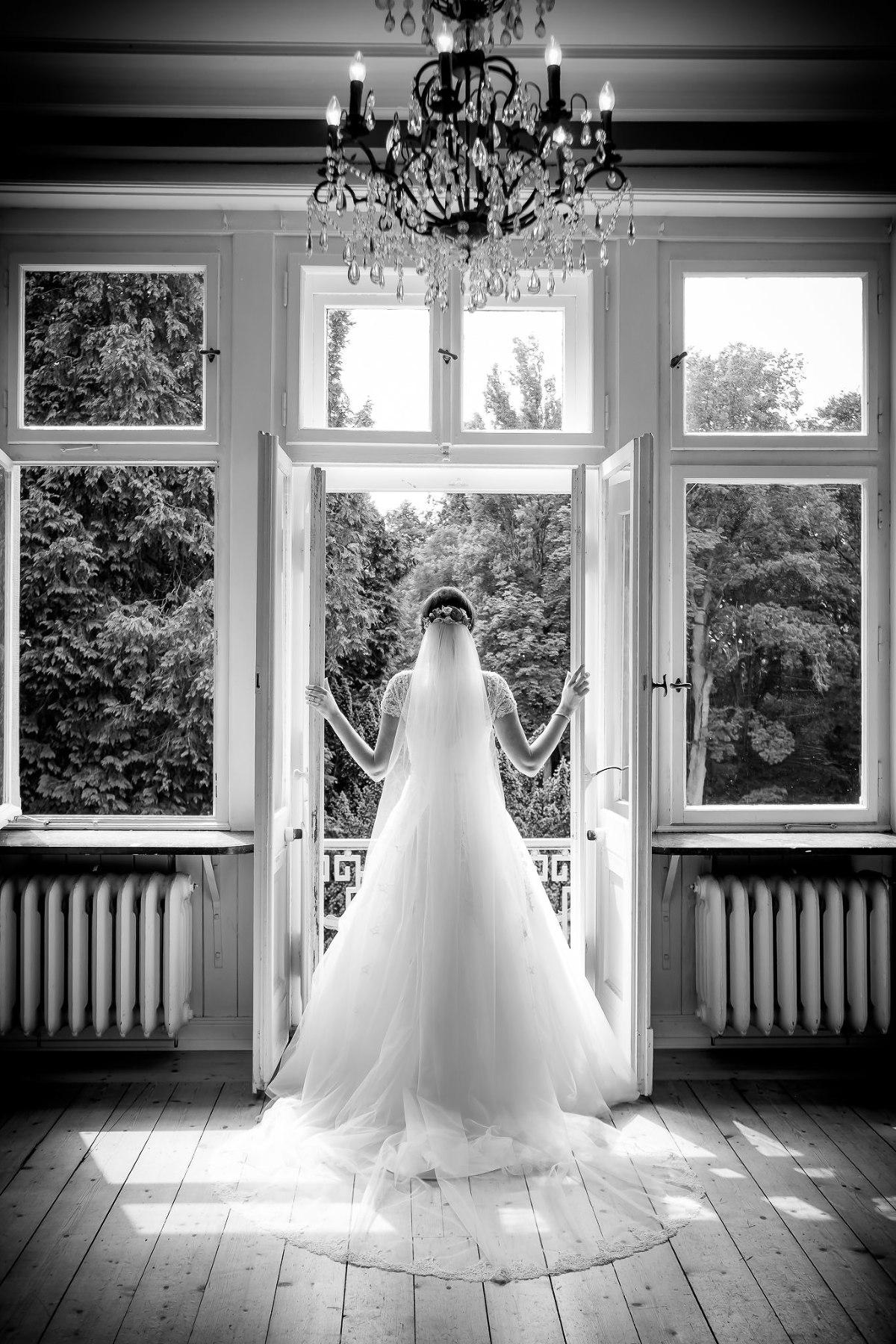 Brautportraits beim getting-ready Schloss Eldingen