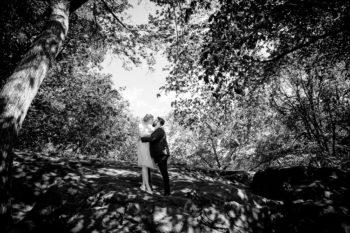 Hochzeitsfotograf New York Brautpaar tanzt im im Central Park für Hochzeitsfotos
